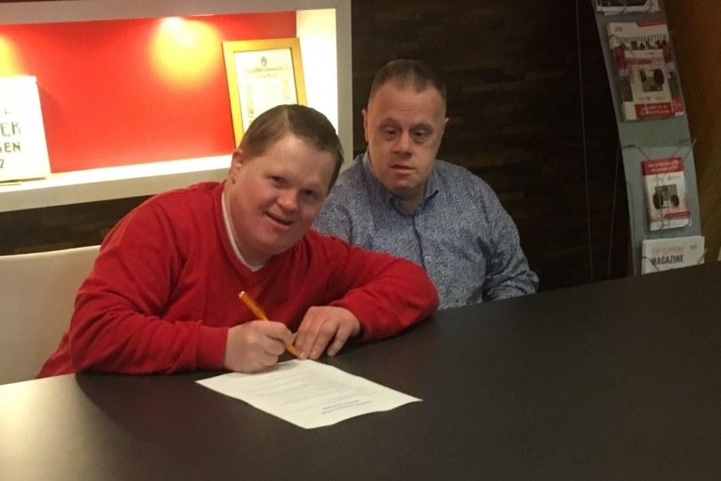 Foto bij Contract Ryan Eertink (en zaakwaarnemer Jan Veneklaas) met een seizoen verlengd