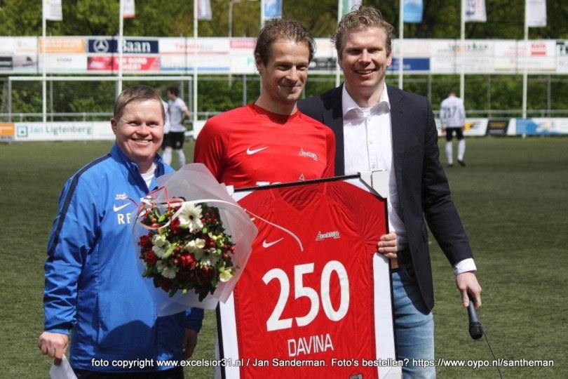 Foto bij Niek Davina 250 wedstrijden in het shirt van Excelsior'31
