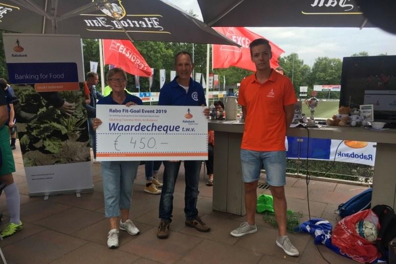 Foto bij Rabo Fit-Goal Event brengt €450,- op voor Twentse Wens Ambulance