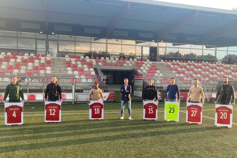 Foto bij Excelsior'31 neemt afscheid van vertrekkende spelers en trainer Peter Wesselink