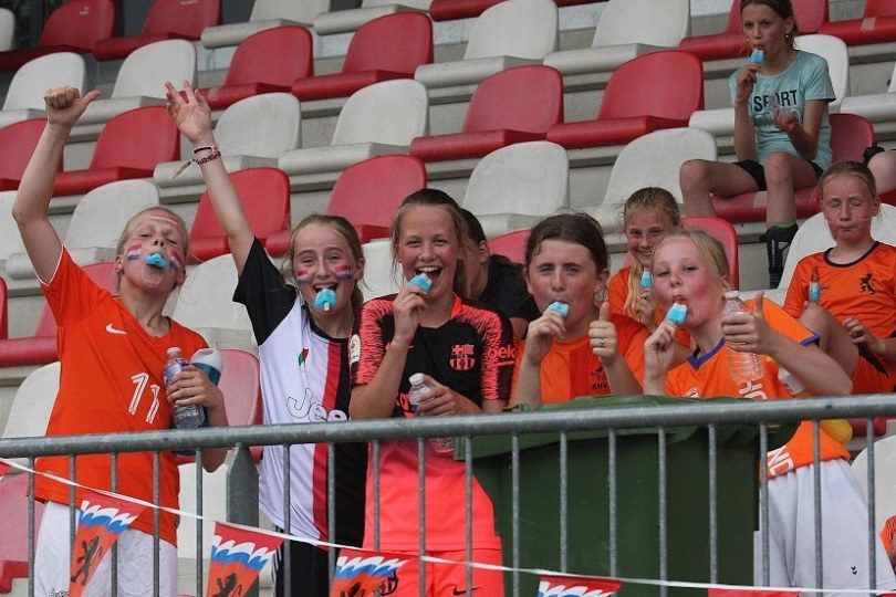 Foto bij Oranjefestival voor meiden groot succes
