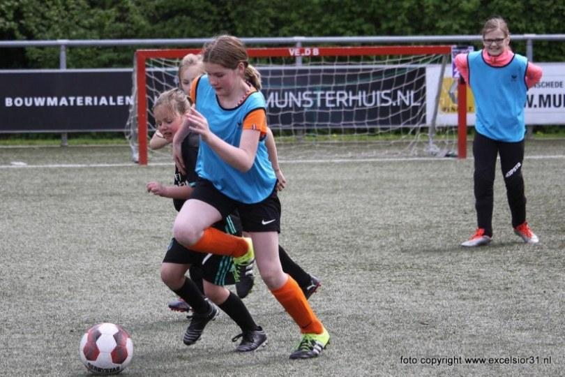 Foto bij Weekjournaal met 5e/2e/1e elftal, keepersdag en meidenvoetbalmiddag